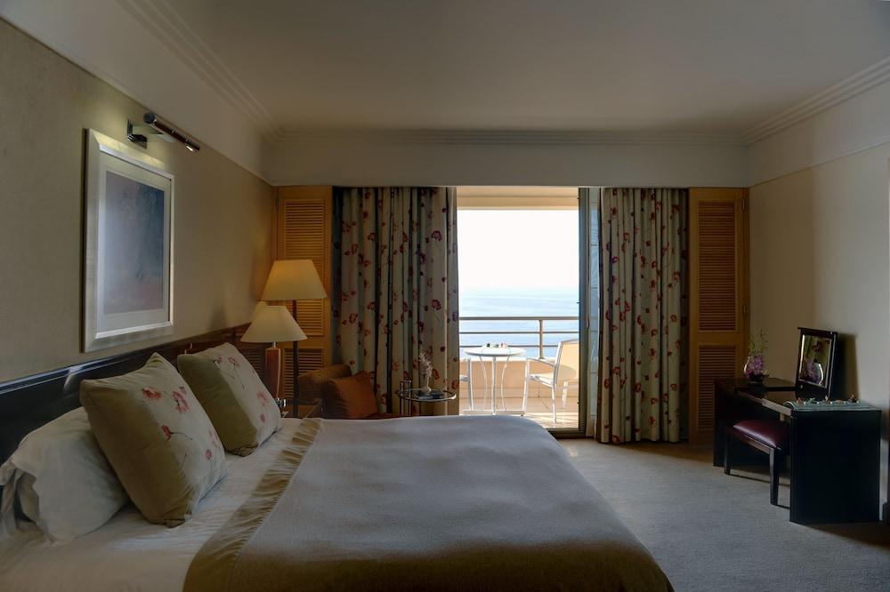 https://i.travelapi.com/hotels/1000000/1000000/992000/991961/44938f3d_z.jpg