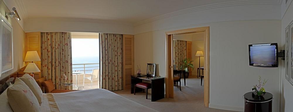 https://i.travelapi.com/hotels/1000000/1000000/992000/991961/7173eac4_z.jpg