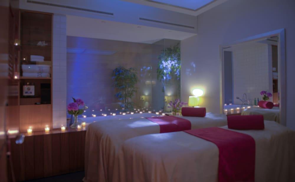 https://i.travelapi.com/hotels/1000000/1000000/992000/991961/73930e7c_z.jpg