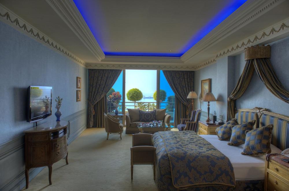 https://i.travelapi.com/hotels/1000000/1000000/992000/991961/7b77633f_z.jpg