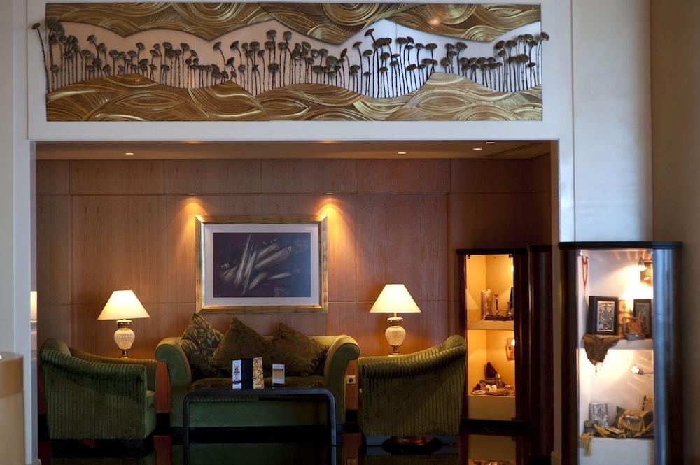 https://i.travelapi.com/hotels/1000000/1000000/992000/991961/821d1d12_z.jpg