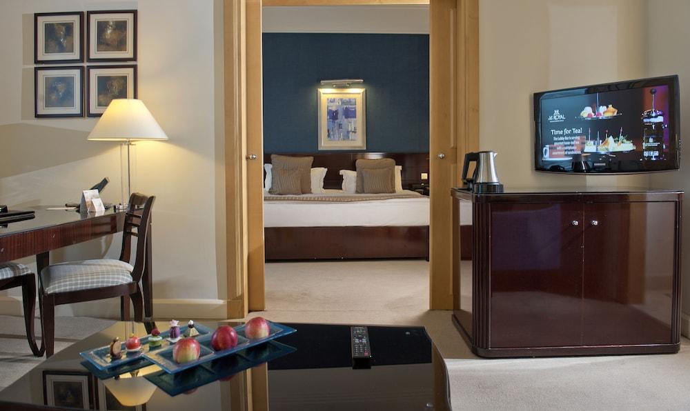 https://i.travelapi.com/hotels/1000000/1000000/992000/991961/870efe11_z.jpg