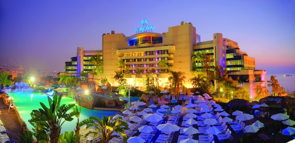 https://i.travelapi.com/hotels/1000000/1000000/992000/991961/8a4cba32_z.jpg
