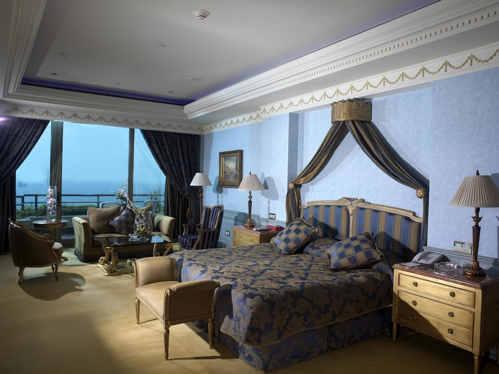https://i.travelapi.com/hotels/1000000/1000000/992000/991961/d023ee21_z.jpg