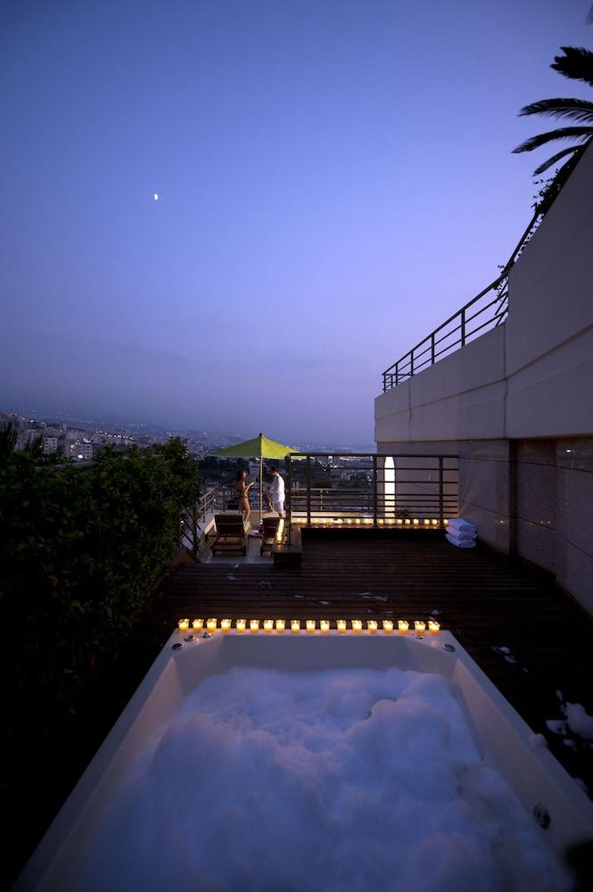 https://i.travelapi.com/hotels/1000000/1000000/992000/991961/fa7ad34a_z.jpg