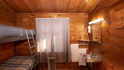 Backpacker Bunk - Shared Bathroom