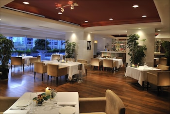 深圳富苑皇冠假日套房酒店