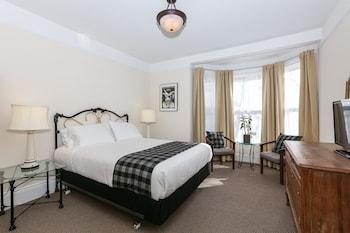 Deluxe Room, 1 Queen Bed (with Bay Window)