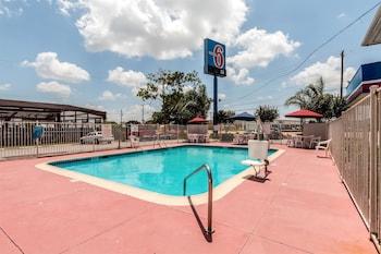 Hotel - Motel 6 Victoria