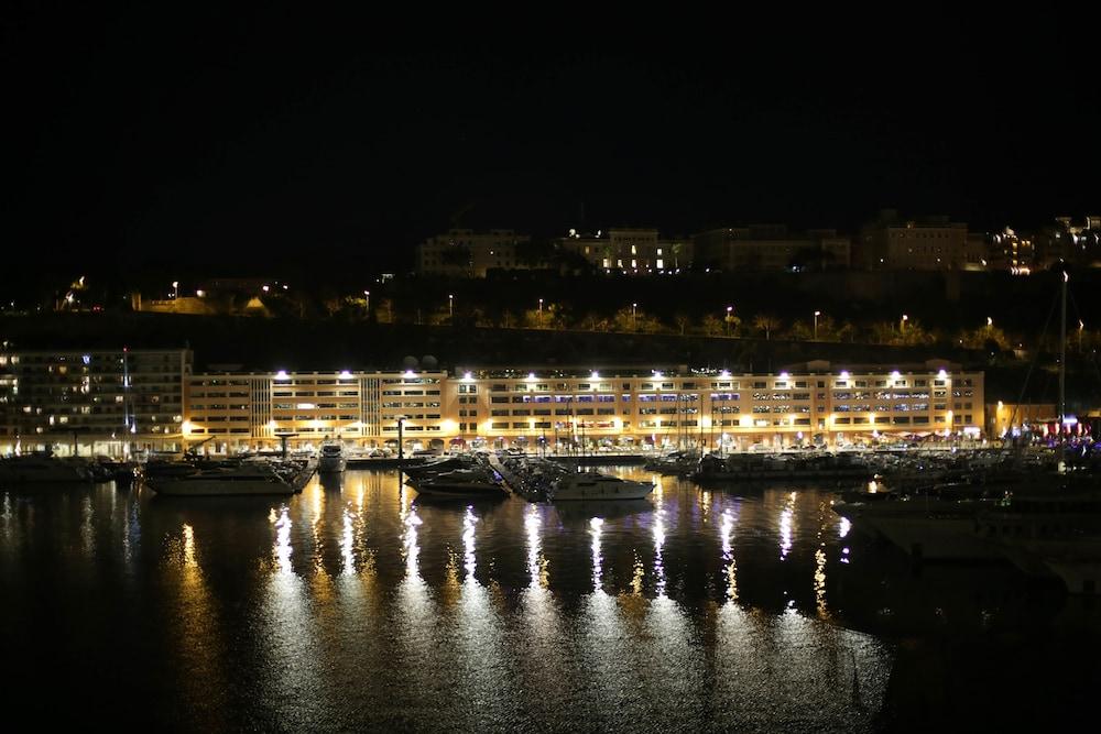 Hotel Port Palace