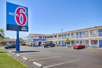 Motel 6 Fresno - Blackstone North