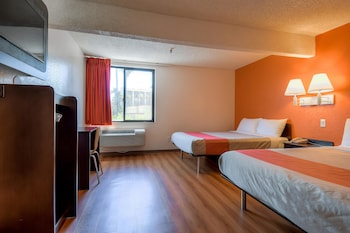 Guestroom at Motel 6 San Diego - Hotel Circle - Mission Valley in San Diego