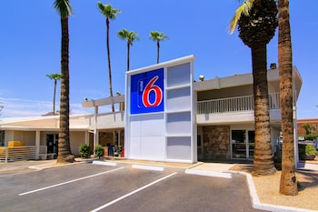 Parking at Motel 6 Scottsdale in Scottsdale