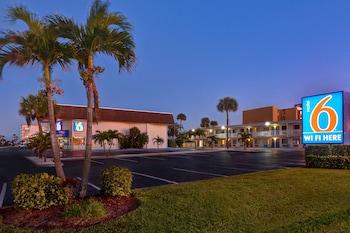 佛羅里達可可比奇 6 號汽車旅館 Motel 6 Cocoa Beach, FL