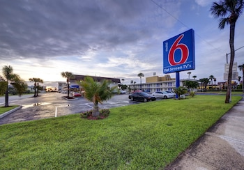 Hotel - Motel 6 Cocoa Beach