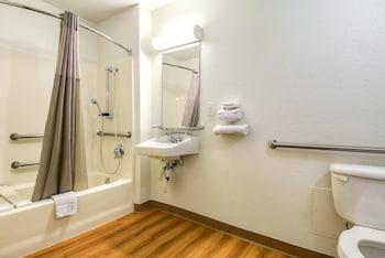Motel 6 Los Angeles - Harbor City - Guestroom  - #0