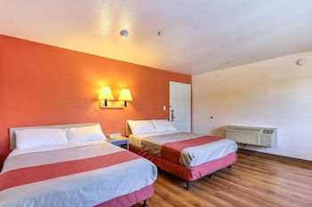 Deluxe Suite, 2 Queen Beds, Non Smoking, Refrigerator & Microwave
