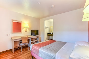 Deluxe Room, 2 Queen Beds, Non Smoking, Refrigerator & Microwave