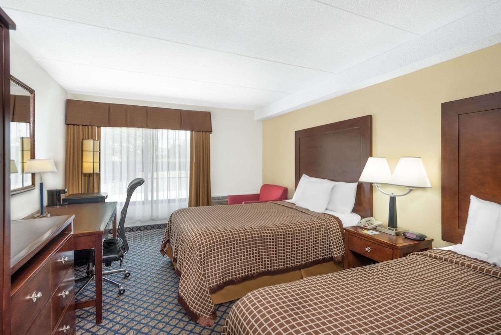 데이즈 인 바이 윈덤 제네바/핑거 레이크스(Days Inn by Wyndham Geneva/Finger Lakes) Hotel Image 4 - Guestroom