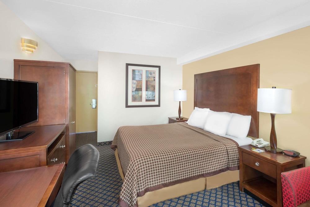 데이즈 인 바이 윈덤 제네바/핑거 레이크스(Days Inn by Wyndham Geneva/Finger Lakes) Hotel Image 7 - Guestroom