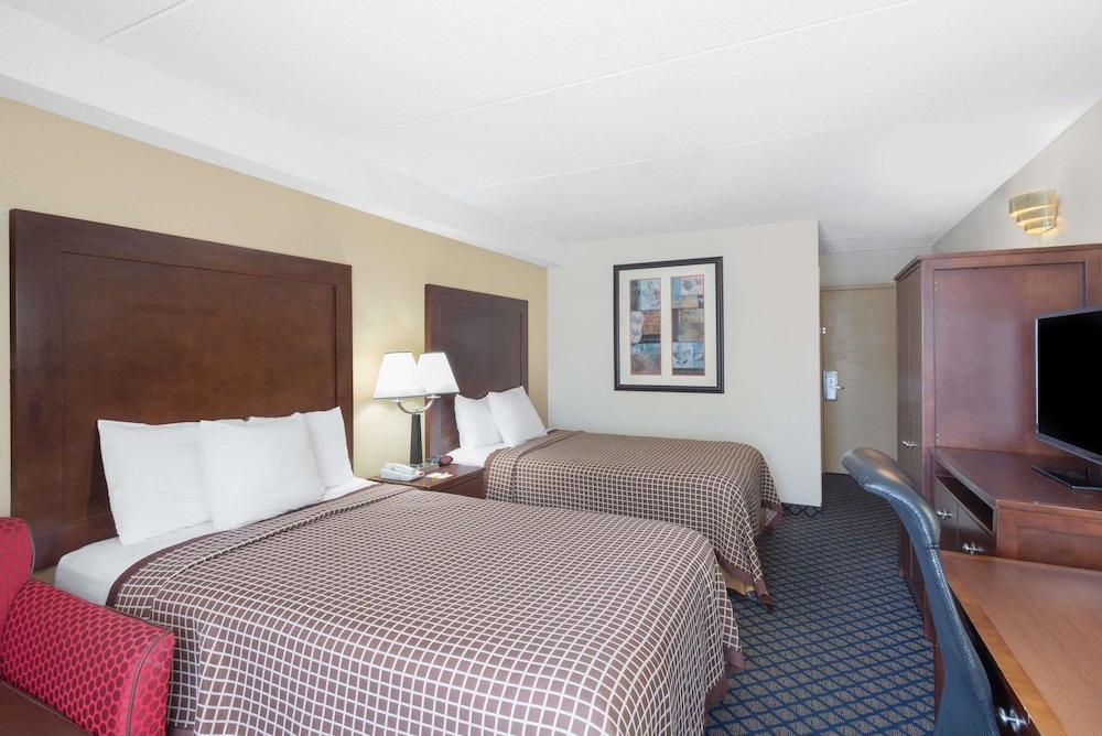 데이즈 인 바이 윈덤 제네바/핑거 레이크스(Days Inn by Wyndham Geneva/Finger Lakes) Hotel Image 8 - Guestroom