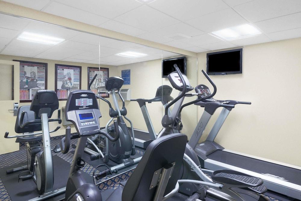 데이즈 인 바이 윈덤 제네바/핑거 레이크스(Days Inn by Wyndham Geneva/Finger Lakes) Hotel Image 16 - Fitness Facility