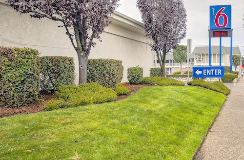 . Motel 6 Coos Bay, OR