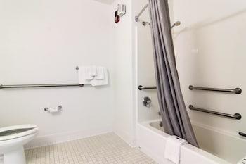 Motel 6 Albuquerque North - Bathroom  - #0