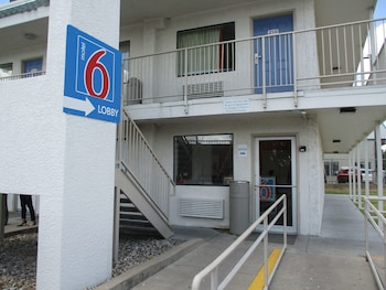 Hotel - Motel 6 Austin Central - North
