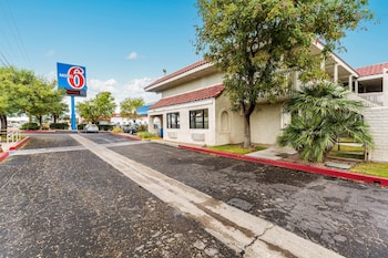 Hotel - Motel 6 Kingman, AZ - Route 66 East