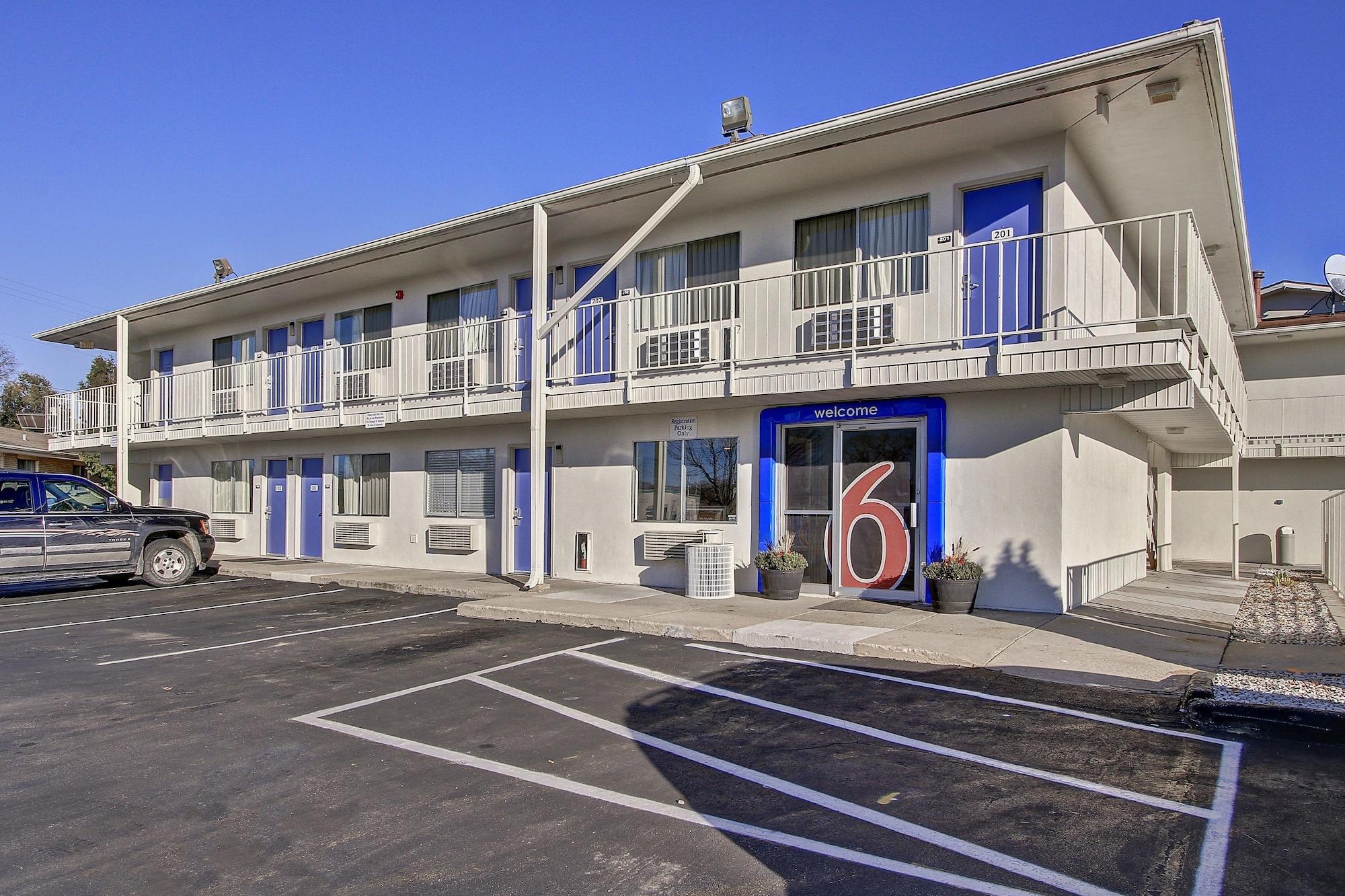 Motel 6 Green Bay, Brown
