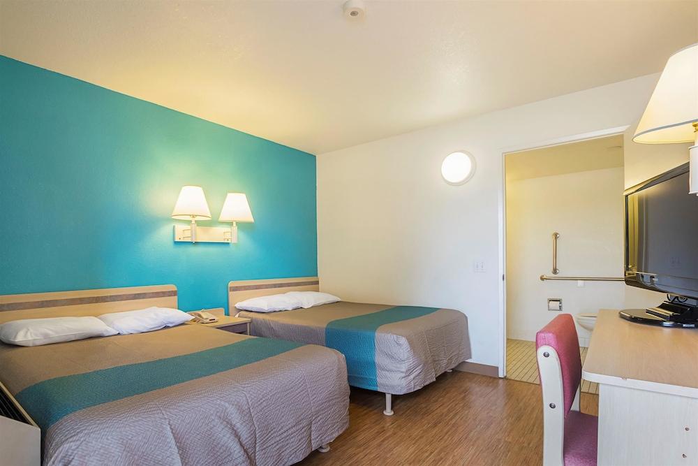 Standard Suite, 1 Queen Bed, Non Smoking