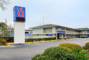 Featured Image at Motel 6 Charleston South in Charleston