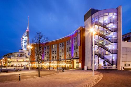 . Holiday Inn Express Portsmouth - Gunwharf Quays