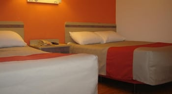 Deluxe Room, 1 Queen Bed, Smoking, Refrigerator & Microwave