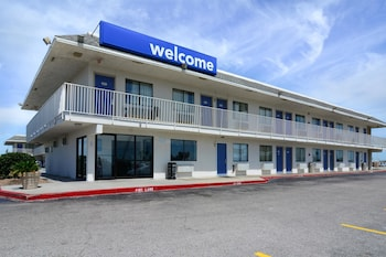 Hotel - Motel 6 Galveston