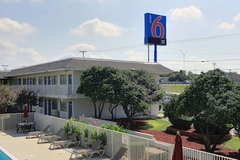 Hotel - Motel 6 Austin North