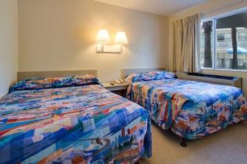 Guestroom at Rodeway Inn Kissimmee Maingate West in Kissimmee