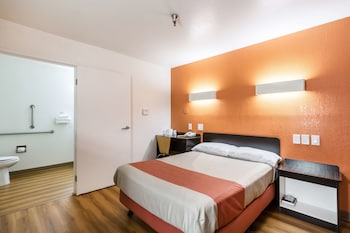 Standard Room, 1 Double Bed, Accessible (Roll-in Shower)