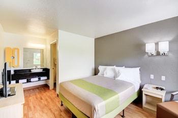 Deluxe Room, 1 Queen Bed, Accessible, Non Smoking