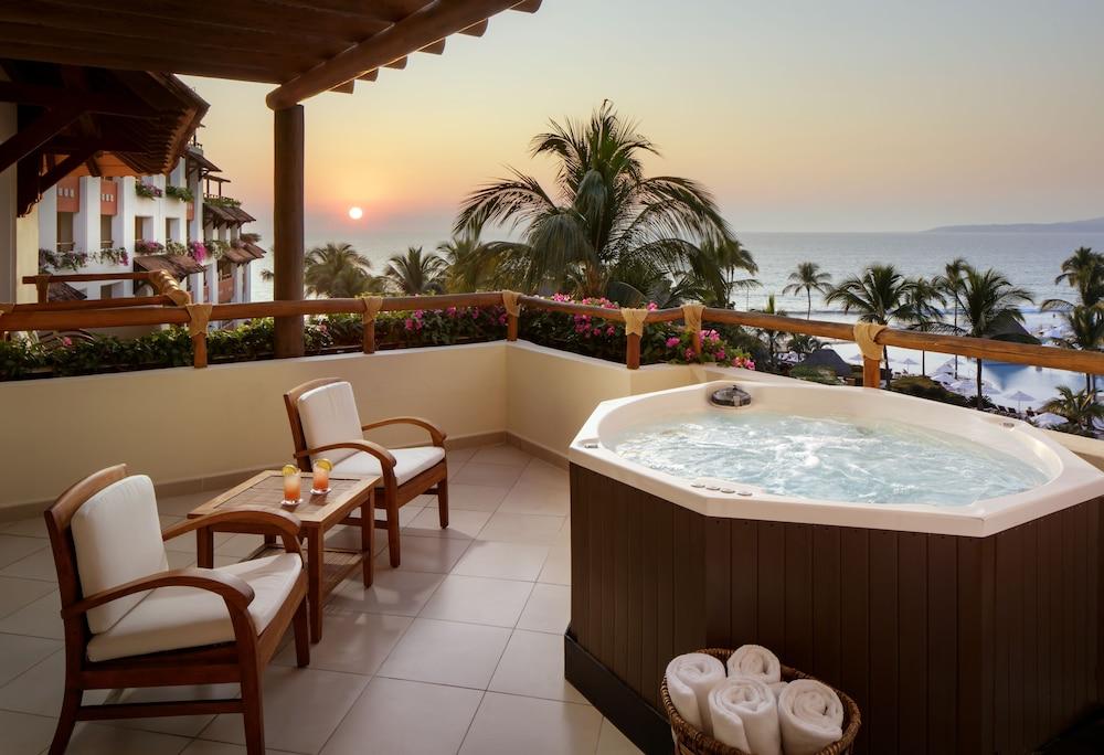 https://i.travelapi.com/hotels/1000000/1000000/996800/996714/06e5a28d_z.jpg