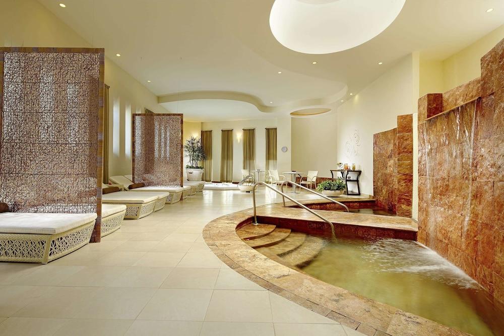 https://i.travelapi.com/hotels/1000000/1000000/996800/996714/0fdb55e0_z.jpg