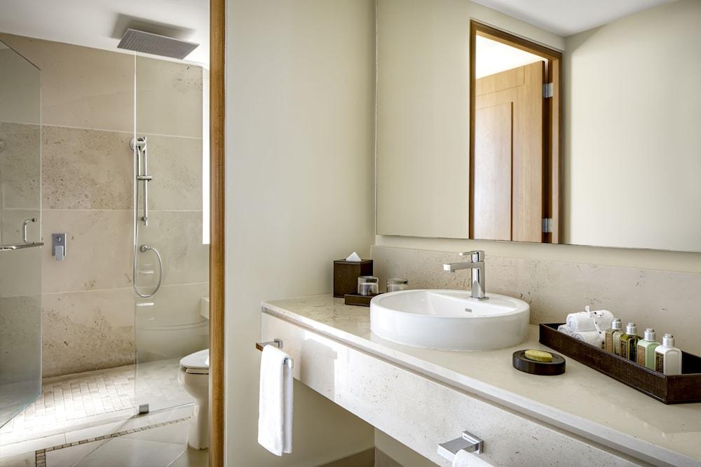 https://i.travelapi.com/hotels/1000000/1000000/996800/996714/21f81235_z.jpg