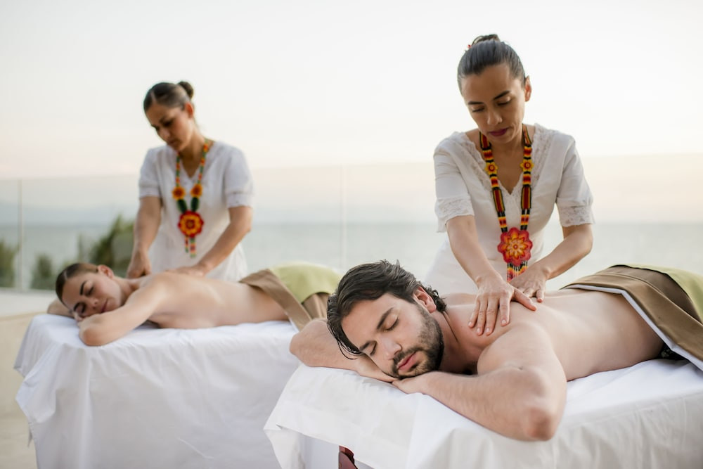 https://i.travelapi.com/hotels/1000000/1000000/996800/996714/53e3e8f2_z.jpg