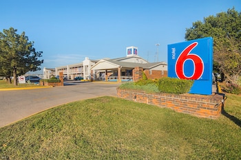 Motel 6 Lawton photo