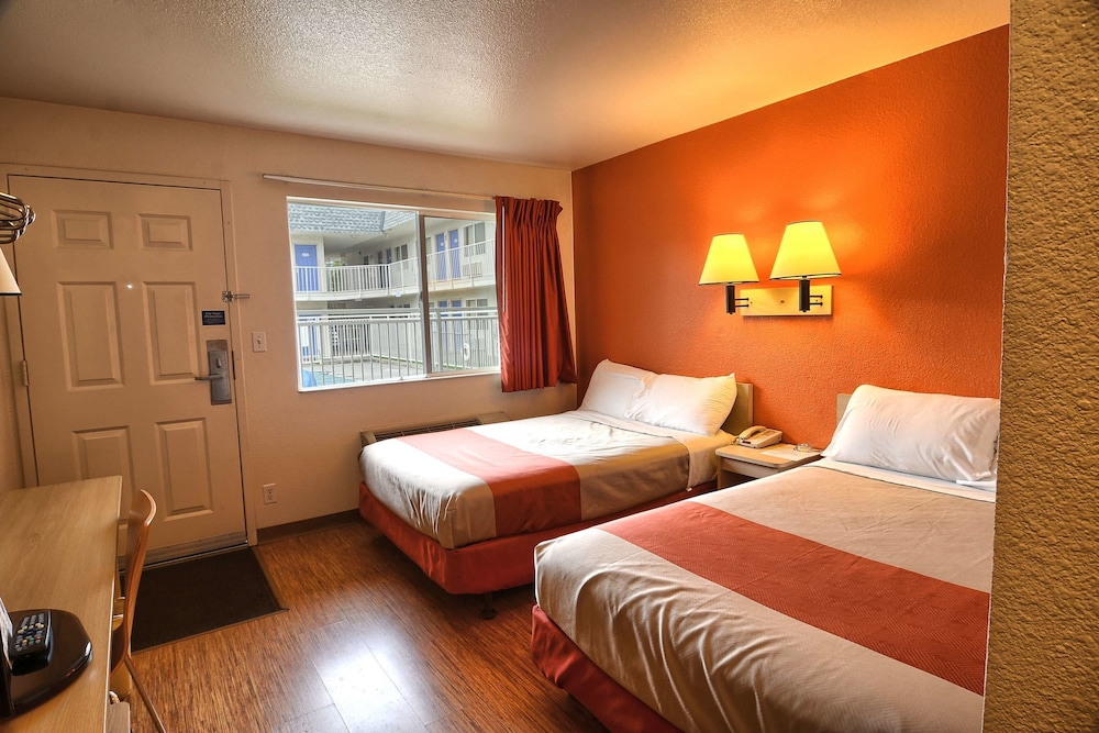 Standard Room, 1 Double Bed, Accessible (Roll-In Shower/Hearing Impaired)