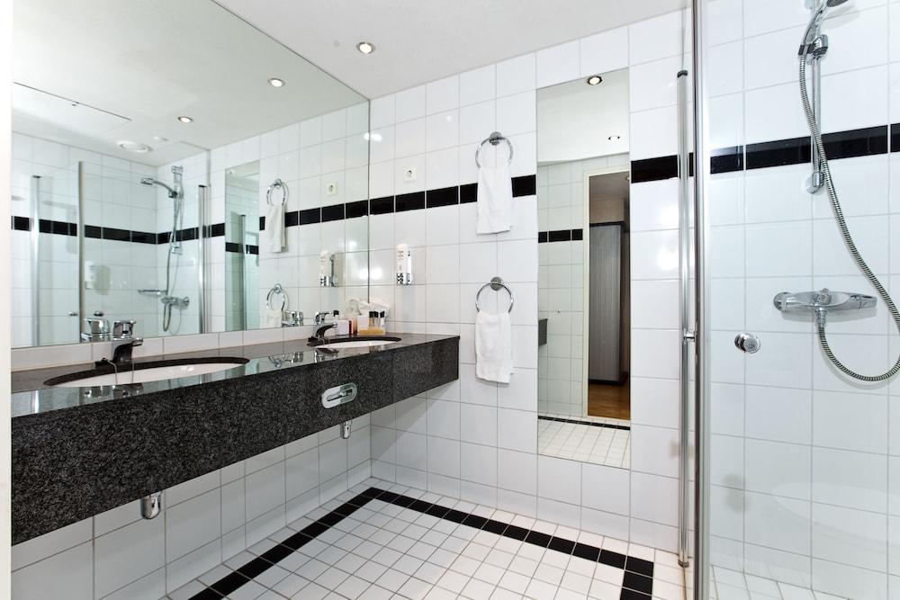 톤 호텔 스키(Thon Hotel Ski) Hotel Image 23 - Bathroom
