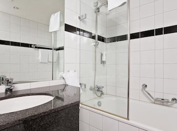 톤 호텔 스키(Thon Hotel Ski) Hotel Image 24 - Bathroom Sink