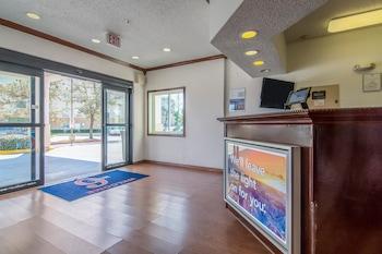 Lobby at Motel 6 Dallas - North - Richardson in Dallas