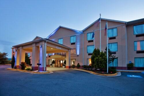 . Holiday Inn Express & Suites Hiawassee, an IHG Hotel